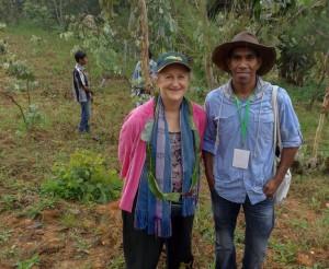 Liz Rinaudo with MAF-SoL Researcher Luis Almeida © Luis Almeida / Seeds of Life