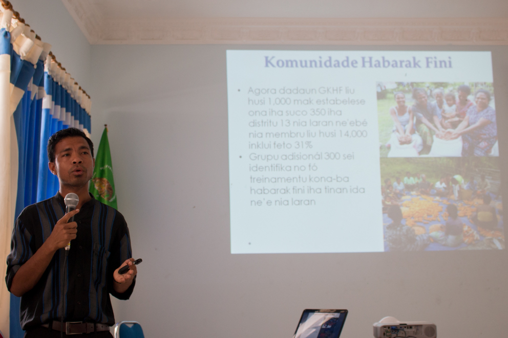 Modesto Lopes, MAF-SoL National Coordinator for Seed System management, presents on progress of the NSSRV to date © Kate Bevitt/Seeds of Life