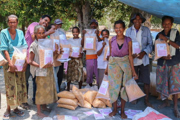 Members from Buirudu commercial seed producer in Hato Udo, Ainaro district, show off some of the 1.8 tonnes of Sele seed they produced in 2013-14 © Ivan Lopes/Seeds of Life
