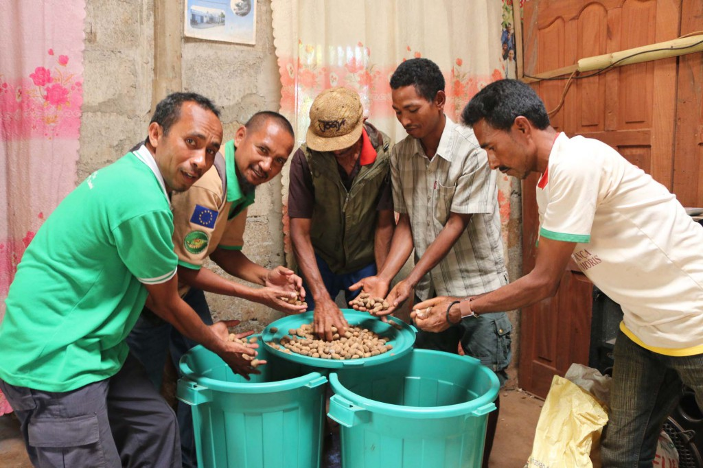 Members of Caiua CSPG are content with the last harvest they received from their Utamua crop